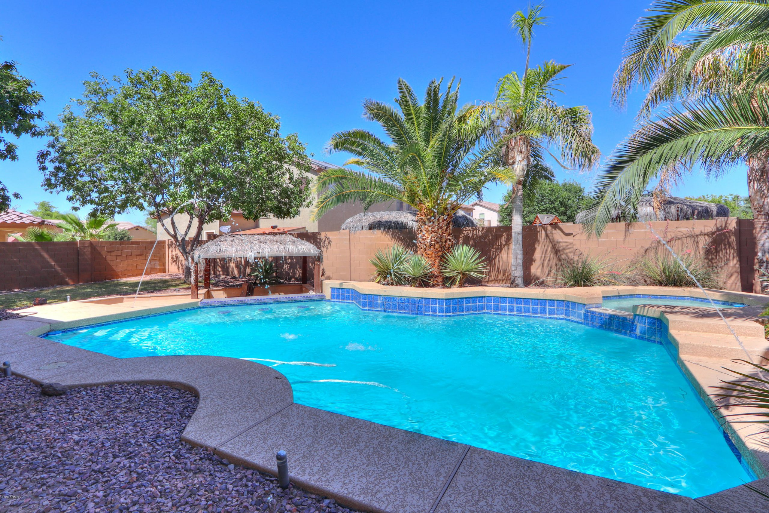 homes for sale in maricopa az with pool